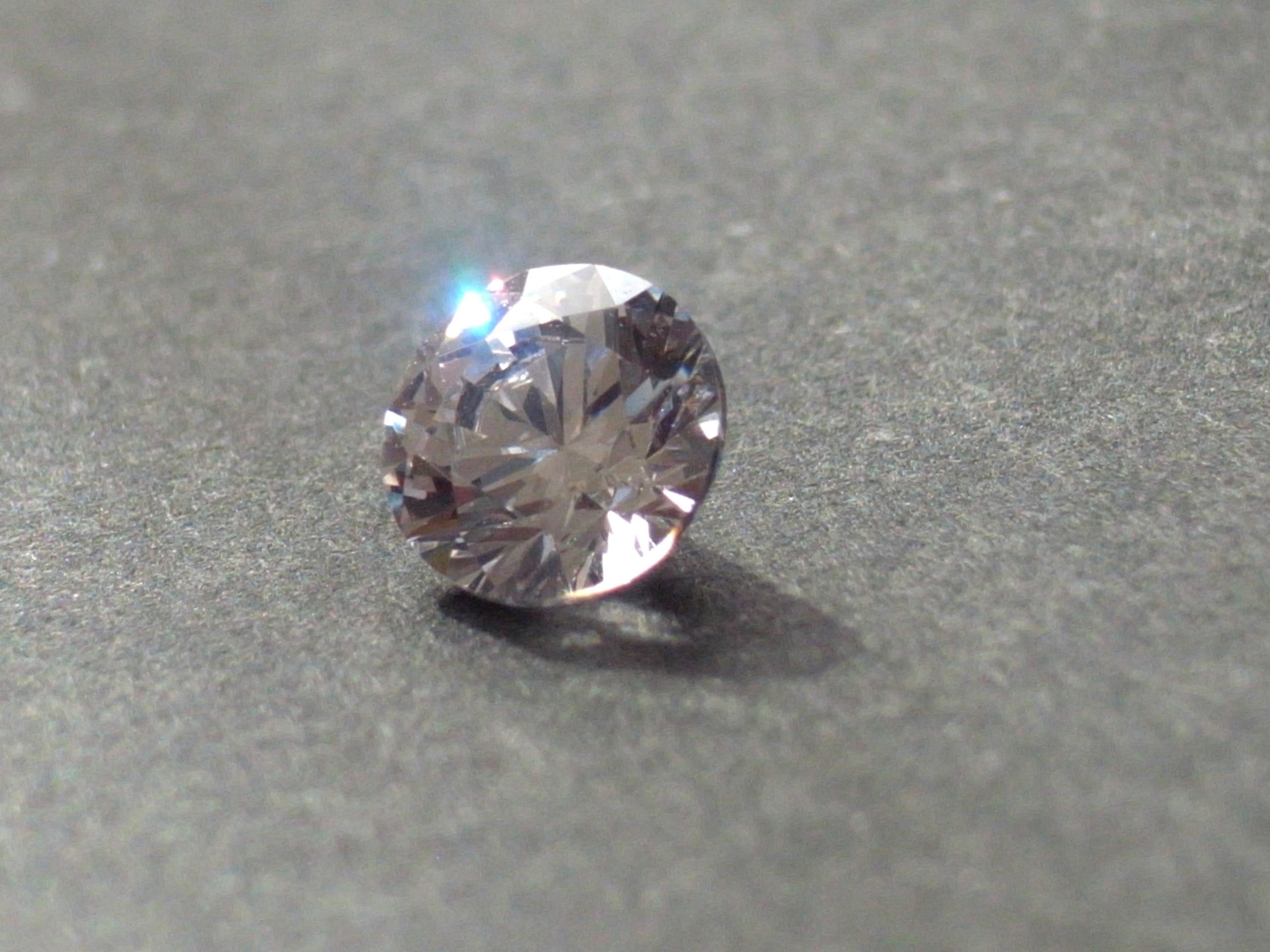 ラウンドカットのダイヤモンド