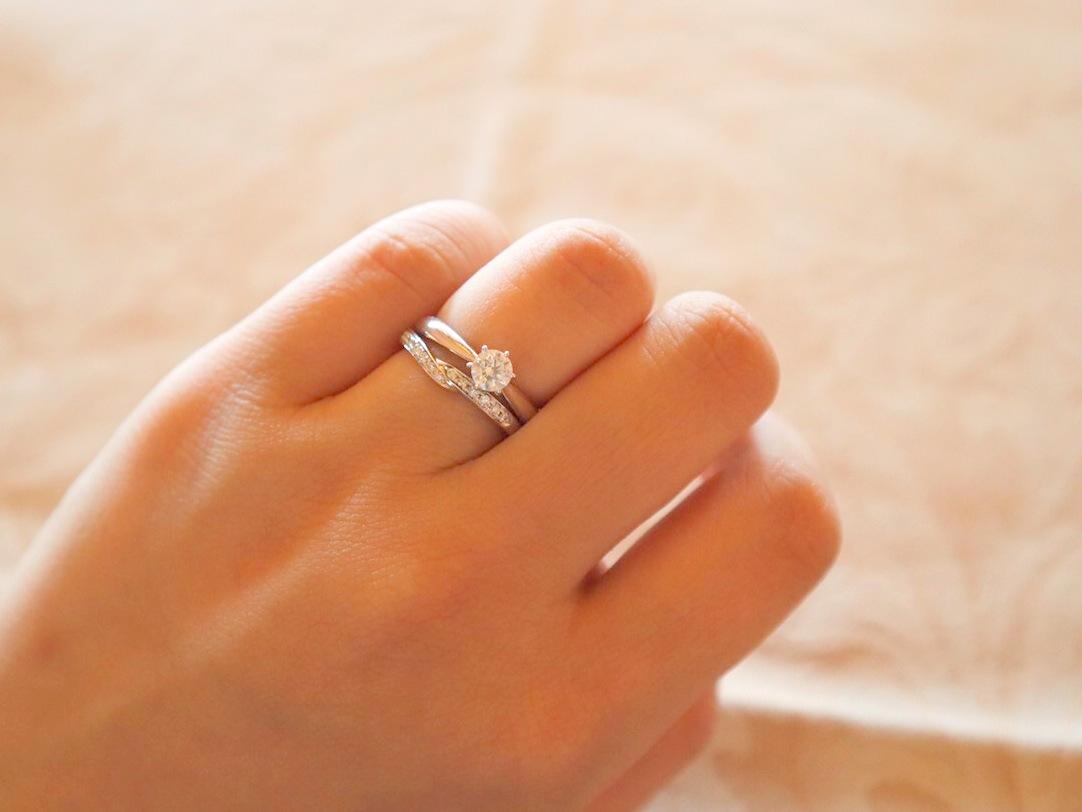 女性の手を美しく見せる、結婚指輪*婚約指輪の選び方...