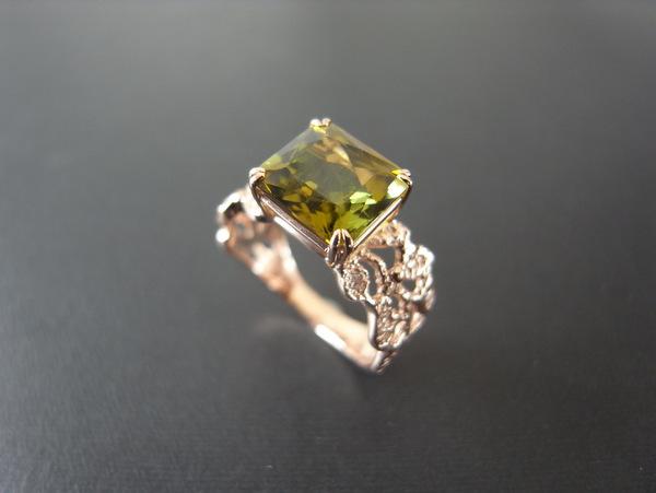 グリーンのトルマリンが石留された指輪