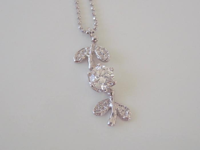 プラチナにダイヤモンドのペンダント