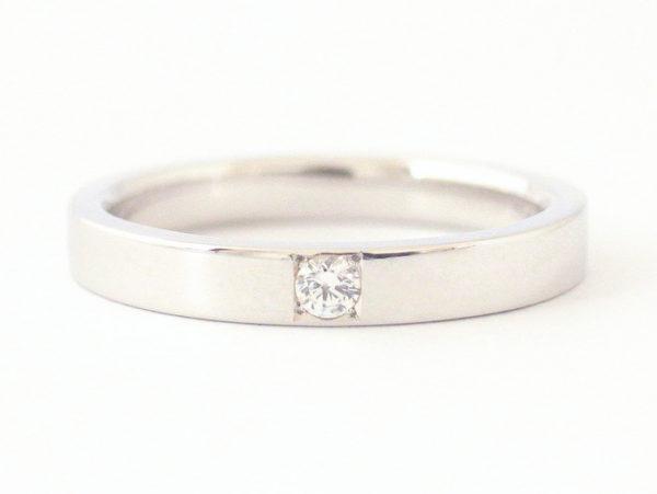 ダイヤをマス留めしたプラチナの結婚指輪