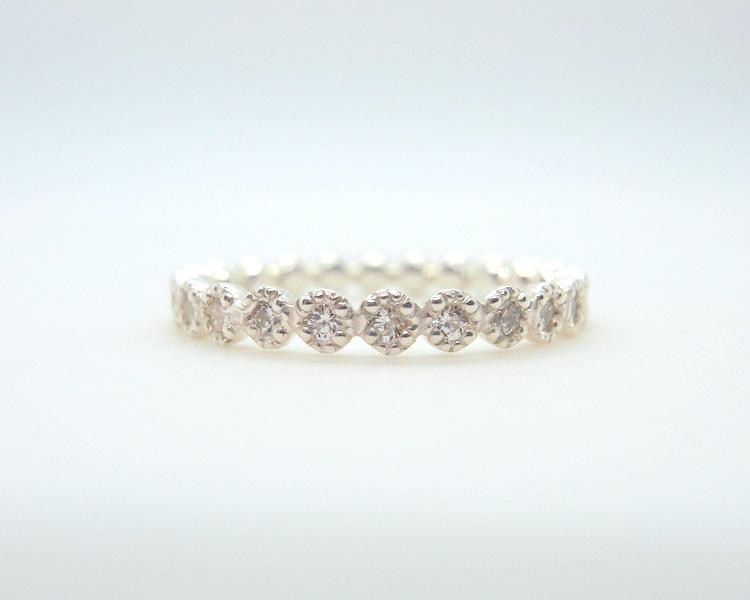 ミル打ちを施しダイヤモンドを石留したプラチナの結婚指輪
