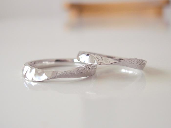 お二人のお好きなテクスチャーを入れた結婚指輪...