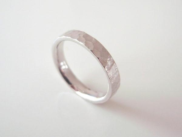 Spirito Lunareというプラチナの結婚指輪