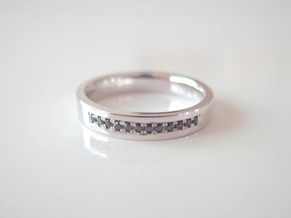 プラチナにブラックダイヤの結婚指輪