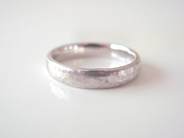 Lunaというプラチナの結婚指輪