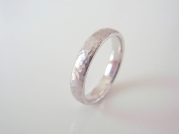 Lunaというプラチナ結婚指輪