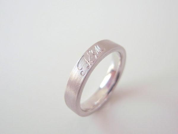 Calligrafiaというプラチナの結婚指輪