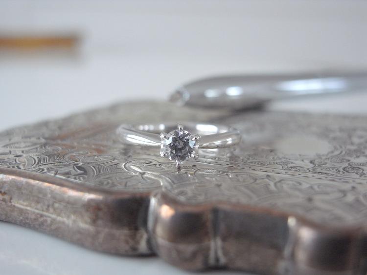 ビジネスシーンでおすすめの婚約指輪...
