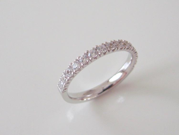 ダイヤモンドが全周に入ったプラチナの結婚指輪