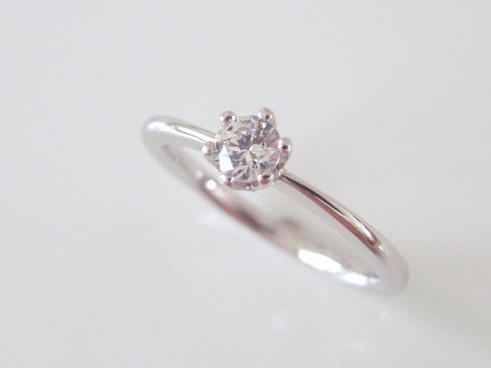 ソリテールのプラチナの婚約指輪
