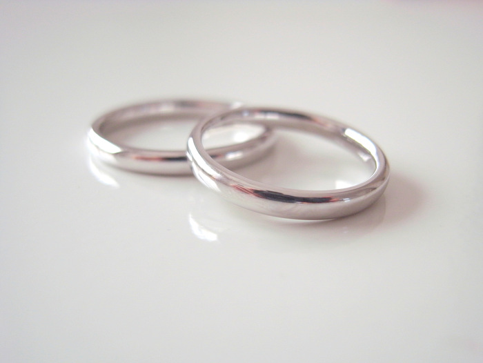 プラチナのシンプルな結婚指輪Puro