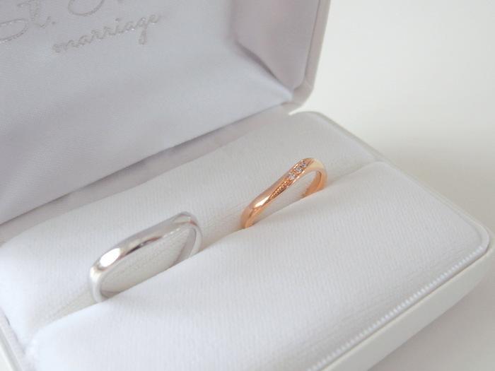ゆるカーブが美しいプラチナとピンクゴールドの結婚指輪