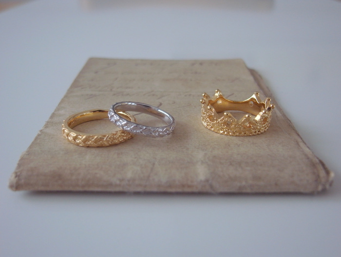金とプラチナの結婚指輪と金のファッションリング