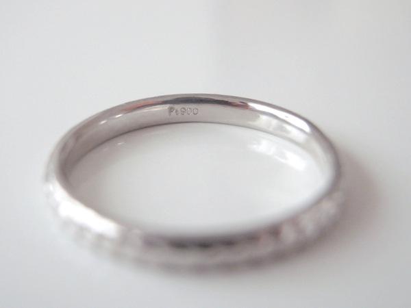 地金刻印の入ったプラチナの結婚指輪