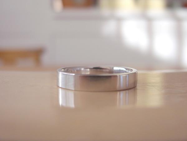 プラチナの平打ちの結婚指輪