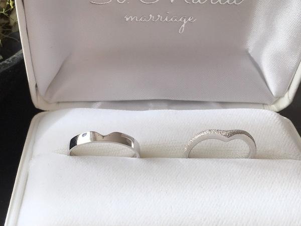 セミオーダーメイドでお作りしたV字の結婚指輪...
