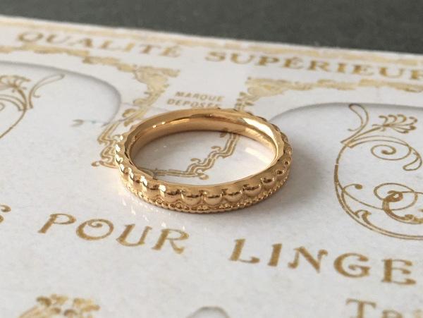 18金の王冠のようなデザインの結婚指輪