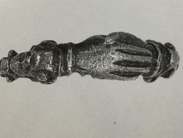 手と手を結んでいる結婚指輪フェデリング