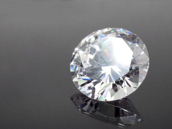 ラウンドブリリアントカットのダイヤモンドのルース