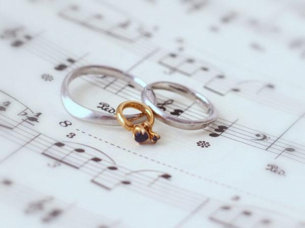 プラチナの結婚指輪とゴールドのベビーリング