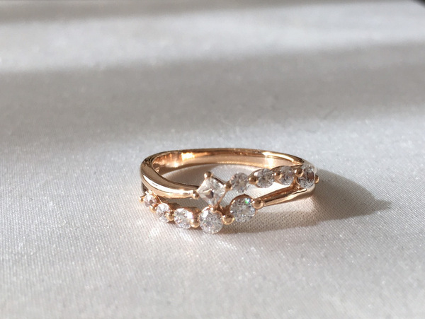 オーダーメイドで、お使いになりやすい婚約指輪...